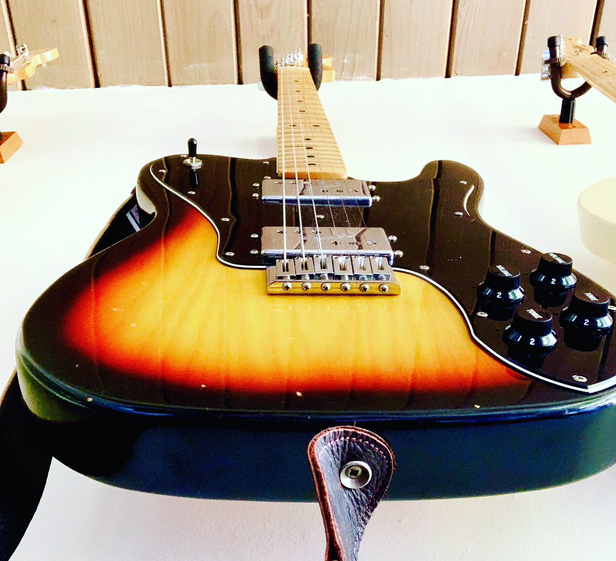 Working on new songs and wanted to share the view from my work table. @fender #fender #fendertelecasterdeluxe #vintageguitars pic.twitter.com/BDOojRHwJW