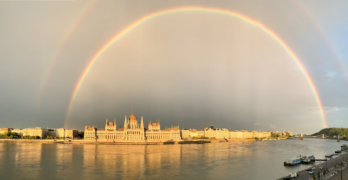 Breathtaking double-rainbow captured by our General Manager in the heart of Budapest. #FSBudapest #FourSeasons https://t.co/68QwJH4FoN