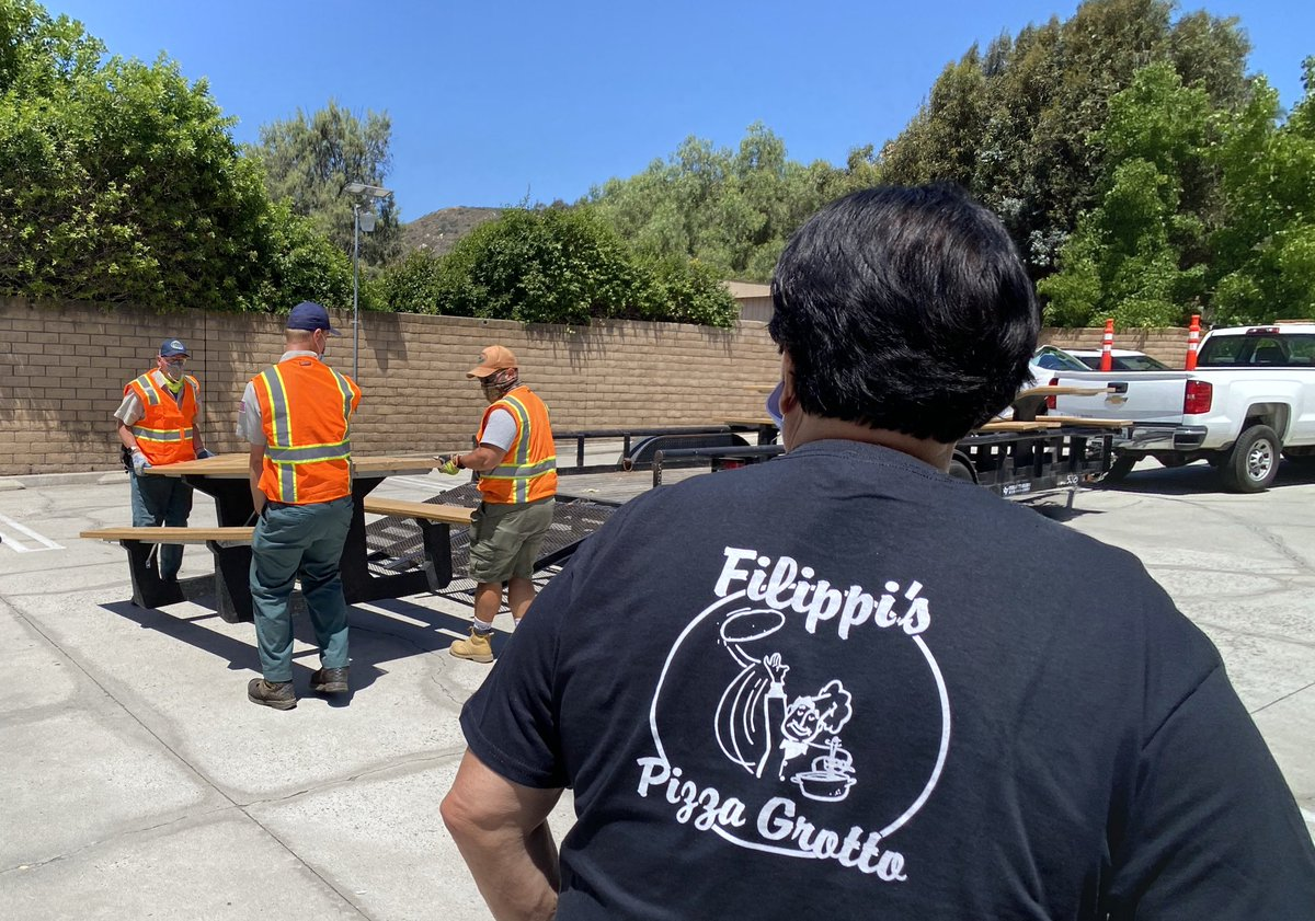 First of loaner picnic tables delivered to local eatery. Ultimately they'll go to our parks. https://t.co/D3e5fkSXzK