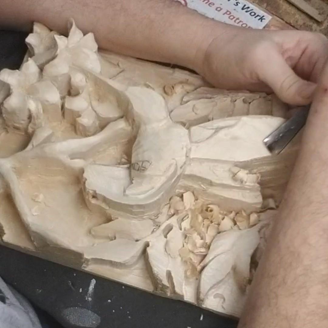 """Quick Repast"" Detailing.. YT: https://www.youtube.com/c/MadcarverWoodCarvings… http://www.madcarver.com Patronage: http://www.patreon.com/madcarver #hummingbird #birds #natureart #wildlife #naturesculpture #birdwatching #birdphotography #tinybirds #woodcarving #howto #reliefsculpture #woodworkingpic.twitter.com/MNQmcKXCPo"