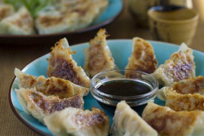 Gyoza o empanadillas japonesas (versión fácil)  vía @KwanHomsai  #pinchos #tapas #aperitivos #receta #delicioso #comida #fácil #food #foodporn #foodie #yummy #tasty #delicious . . 🔍 Encuentra las mejores recetas en la App  📲