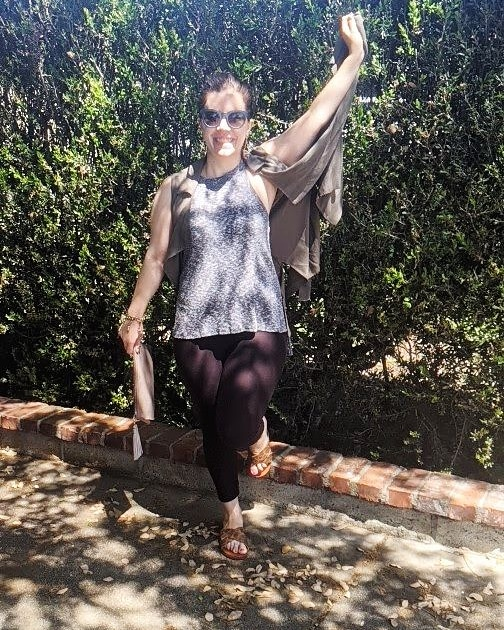 Jumping for Joy loving the beautiful sunshine #jumpingforjoy #beachvibes #sunshine #summerstyle #summertime #ootd #lookoftheday #wiw #styling #calivibes #smiles #findingthejoy #love #lovewhatido #blessed #bloggerstyle #icedteaandtopknotspic.twitter.com/PFEE9Zfd3K