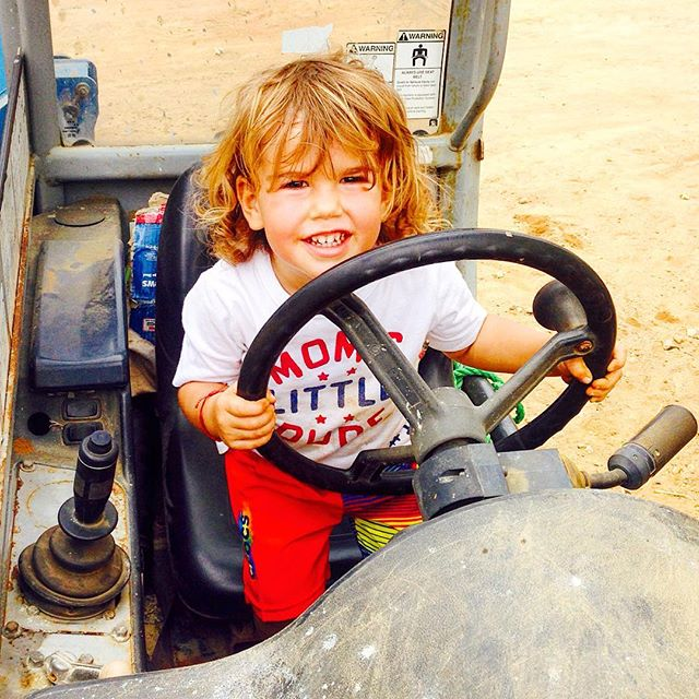 PHOTO: Today it's just for smiles ... #forklift http://bit.ly/23uhWm6 #cutekids pic.twitter.com/aRvtGgAsy8