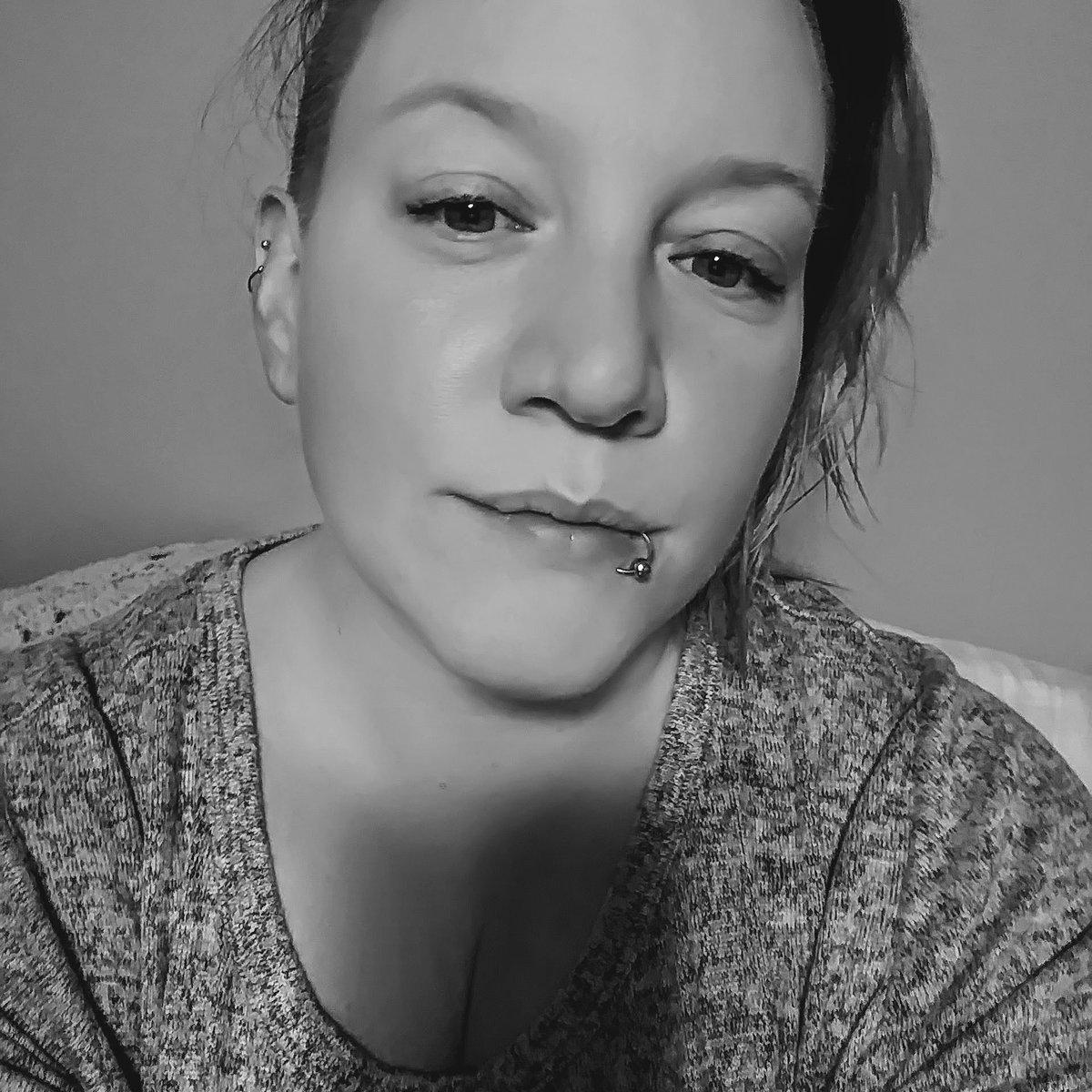 I'm in a mood....can you guess? #mood #grey pic.twitter.com/x3c83tKGFK
