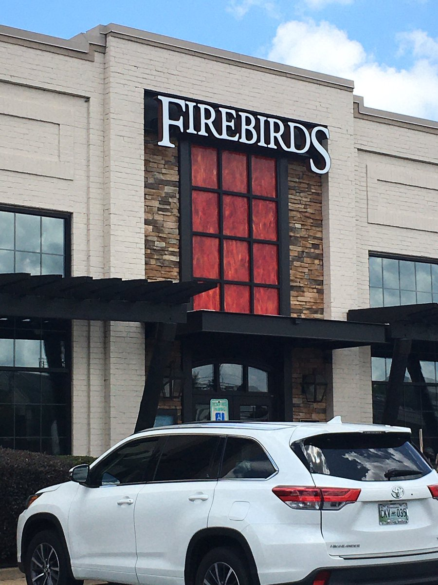 Eating here for my birthday like I do every year! #Goodfood pic.twitter.com/giTQqJBl8D – at Firebirds Wood Fired Grill