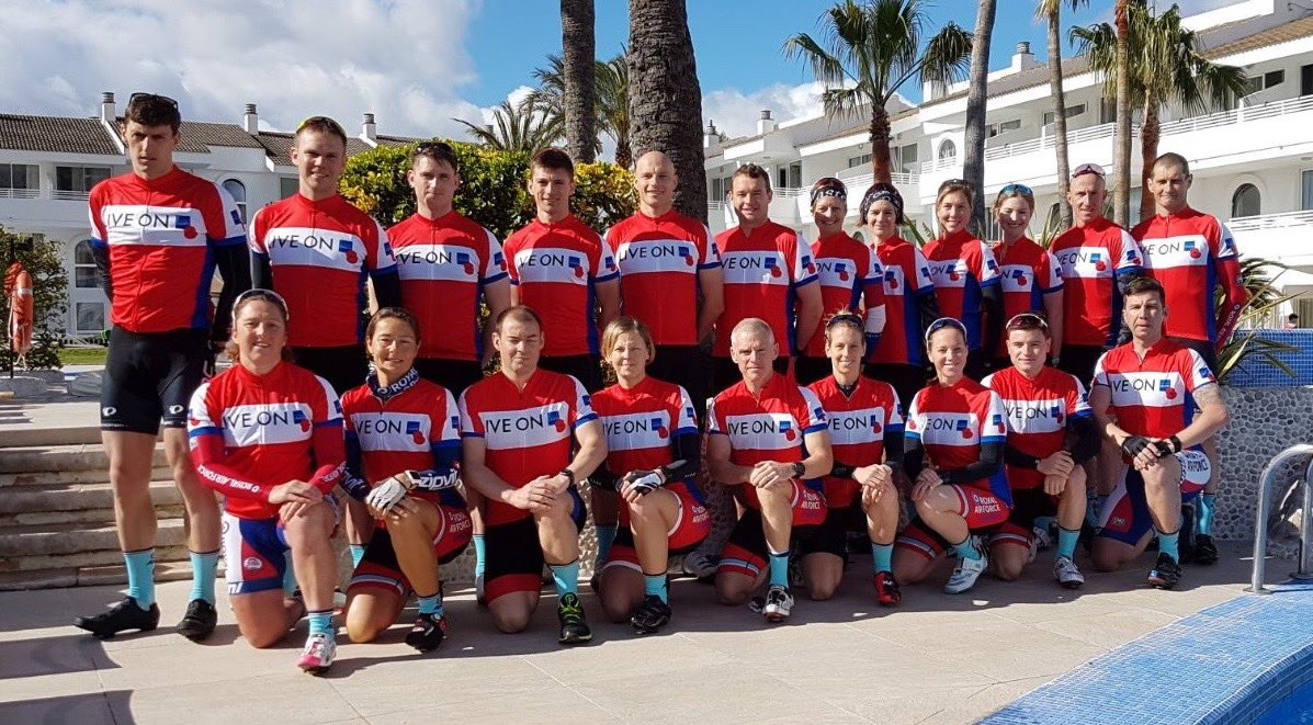 @RaceToTheStones this is the @RAFTriathlon crew showing their support @PoppyLegion  @UKRunChat @UkTriChat #VRTTS #RBL #Triathlon pic.twitter.com/ePzRc1uwIS