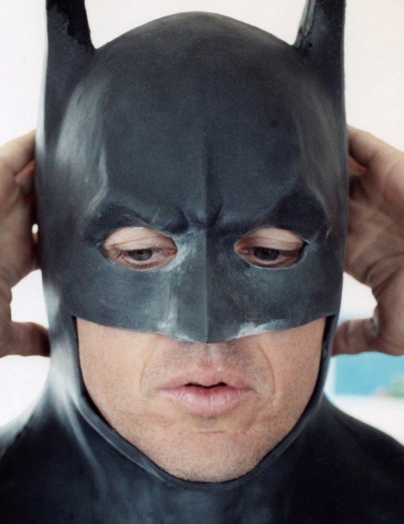 #DCUCine: Imágenes de las primeras pruebas de vestuario de los actores Michael Keaton, Christian Bale y Ben Affleck como Batman.