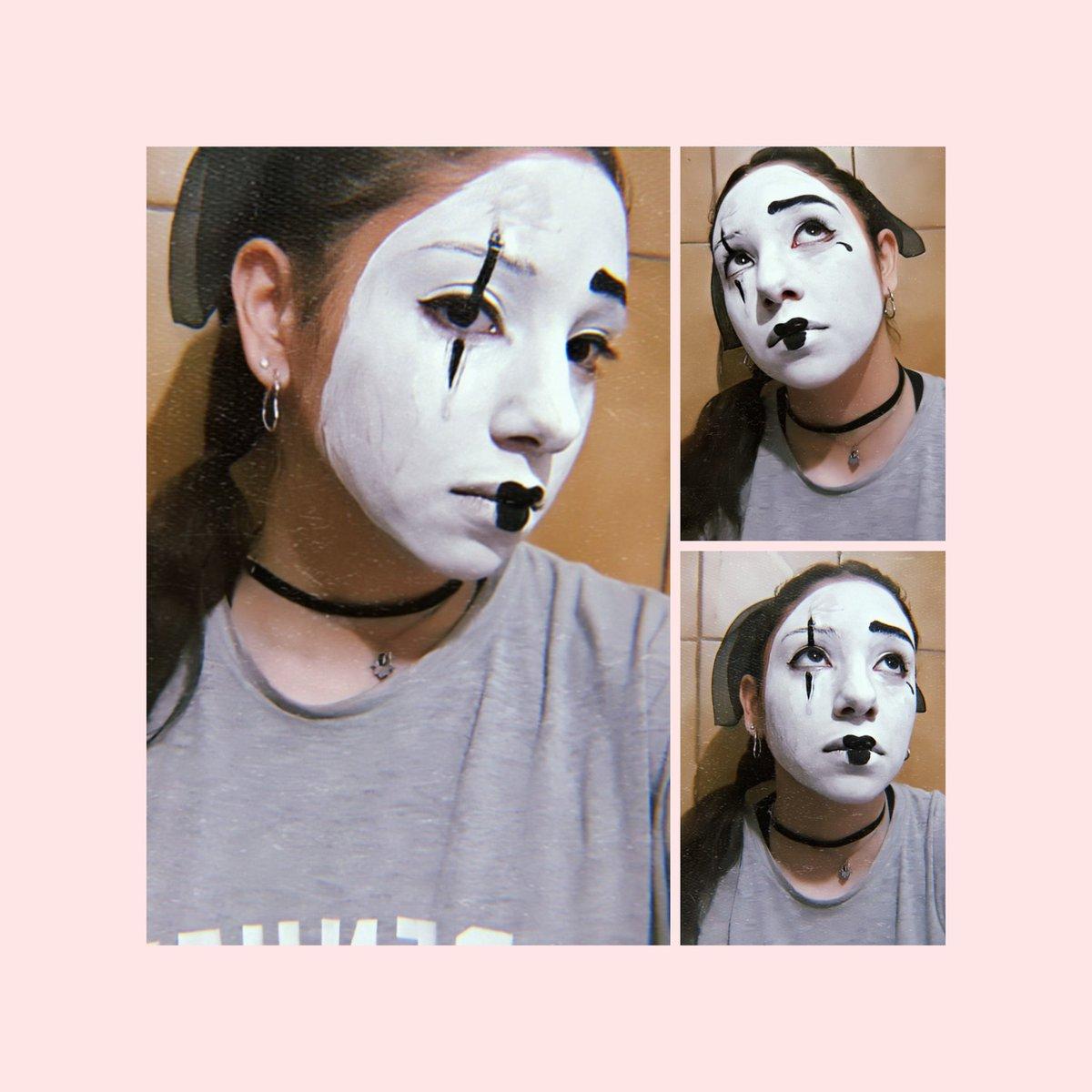 en esta cuarentena se llegó al extremo de tener que pintarme de mimo para teatro pic.twitter.com/XaH2y4kdN7