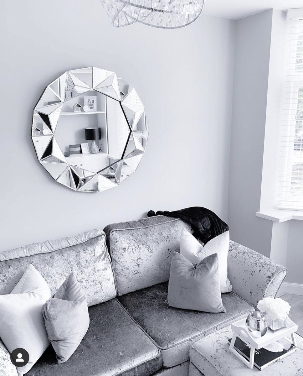 Some of these home makeover accounts on Instagram are class, didn't know there was that many ways to make a living room look grey and soulless #decor #grey #instagrampic.twitter.com/Q4Bp1lWNez
