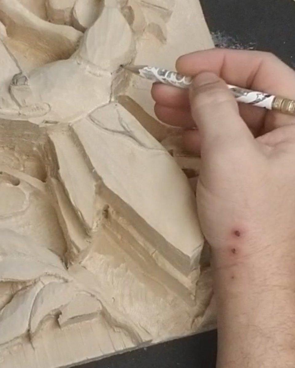 """Quick Repast"" Detailing.. YT: https://www.youtube.com/c/MadcarverWoodCarvings… http://www.madcarver.com Patronage: http://www.patreon.com/madcarver #hummingbird #birds #natureart #wildlife #naturesculpture #birdwatching #birdphotography #tinybirds #woodcarving #howto #reliefsculpture #woodworkingpic.twitter.com/yOwiSkyLaF"