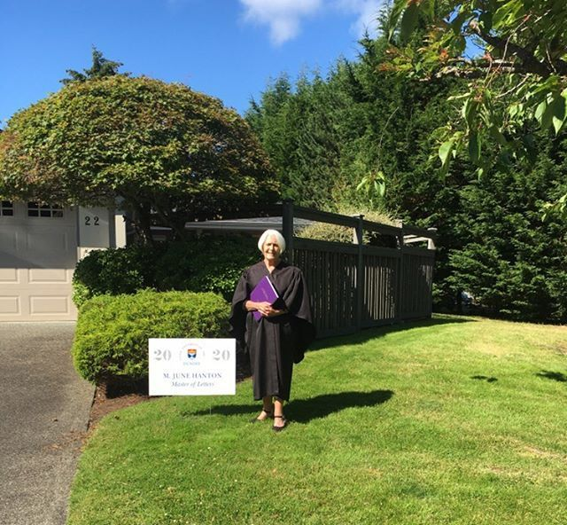 Celebrating a few week's late, Margaret in Vancouver Island studied our MLitt in Scottish History by distance learning, and had her robes sent over for a quiet dinner, and a photo on the lawn.  @HumanitiesUoD   https://t.co/rigtazcVmQ https://t.co/tybcMe8XX8