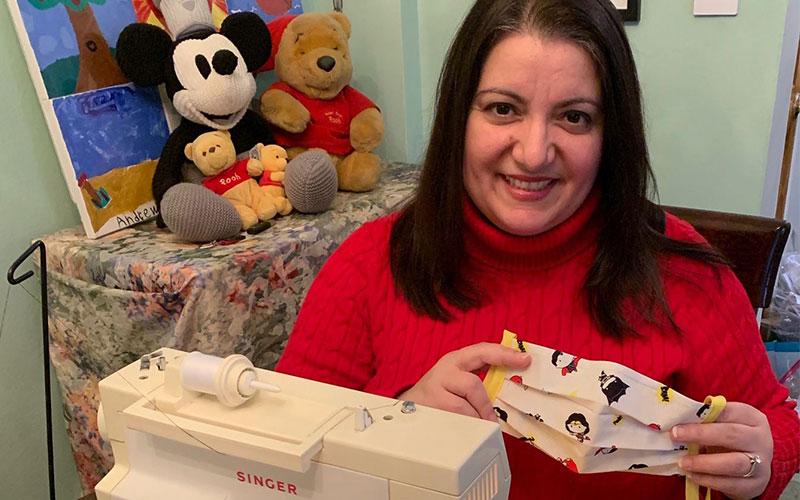 .@MountSinaiPeds' Christine Brower, and her family, are making face masks for colleagues near and far: https://t.co/LsCUAo9vlZ #StoriesOfStrength #MountSinaiStrong https://t.co/h8AyjByOyk