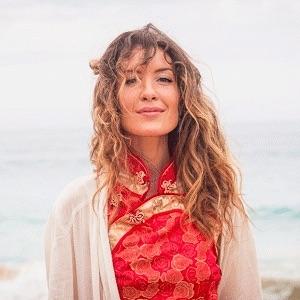 𝗟𝗮 𝗿é𝘀𝗶𝗹𝗶𝗲𝗻𝗰𝗲 ? 𝗠𝗮𝗶𝗻𝘁𝗲𝗻𝗮𝗻𝘁 𝗽𝗹𝘂𝘀 𝗾𝘂𝗲 𝗷𝗮𝗺𝗮𝗶𝘀 ! Clara Sansberro « Tara », deuxième album, « Résilience » Écoutez : La résilience ? Maintenant plus que jamais ! (Clara Sansberro « Tara »)  https://t.co/AsFQ3htyD9 https://t.co/kMAq38pEJu