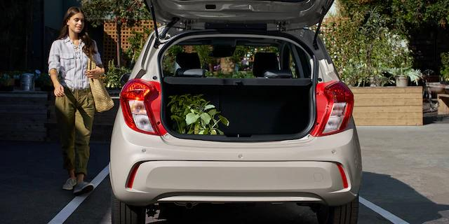 Thanks to the hatchback design of the 2020 #Chevy #Spark, loading and unloading cargo is a breeze making your trips to the store less of a headache! #ChevySpark #ChevyFam #ChevyUSA #ChevyLife #GalleriaChevroletpic.twitter.com/HdF98Mj0qy