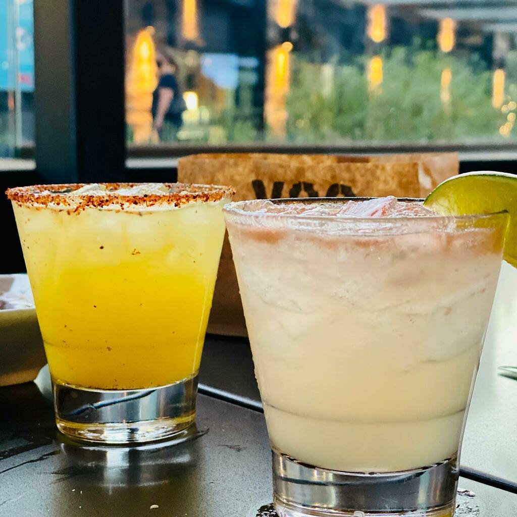 Felt good to get out and grab a drink last night. Skinny margarita and a Paloma @xoctequilagrill   #Lovemyfamily #ohyeah #mmgood4u #foodie #foodlover #foodporn #forkyeah #lovefood #foodgasm #eater #foodfood #foodblog #foodbeast #foodiegram #foodcoma #eeeeeats #instafood #how…pic.twitter.com/oikefpmk42