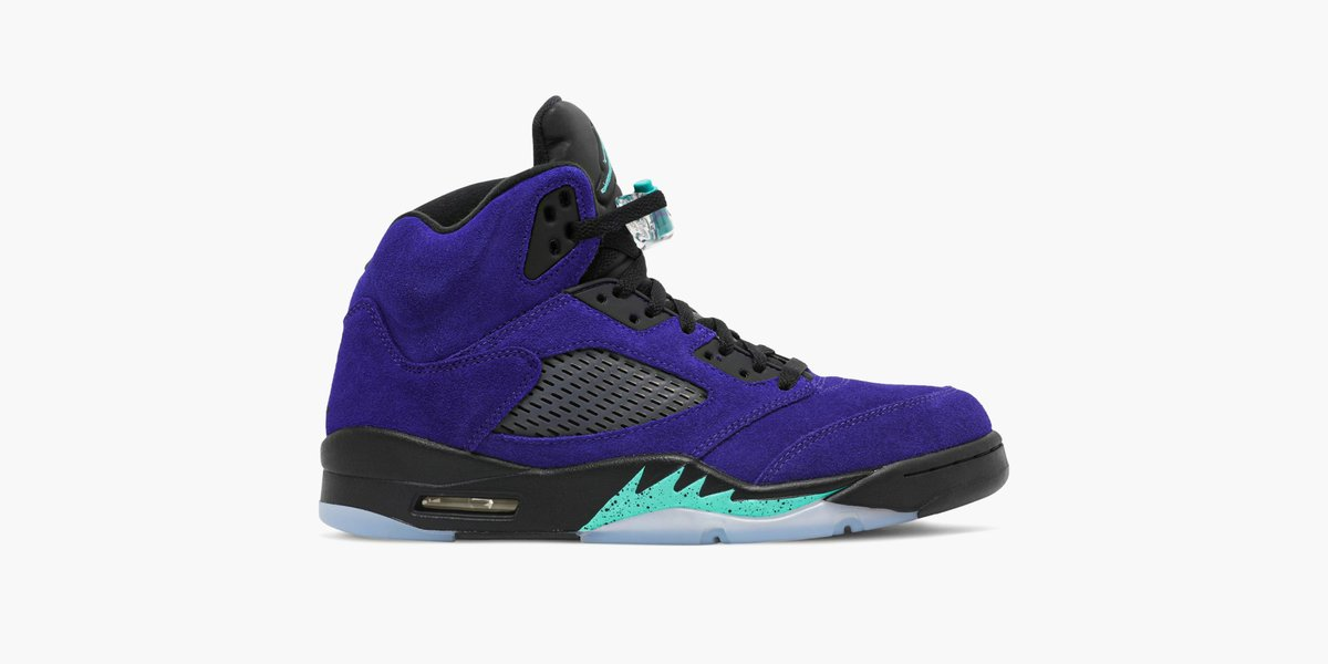 Launched back in 1990, the Grape Ice colorway has become a cult favorite. The Air Jordan 5 Retro 'Alternate Grape' sees the upper covered in a rich purple suede, with New Emerald accents on the midsole, sockliner and tongue. Available on the app: https://t.co/P5Vtn3BjfR https://t.co/7q7dPaPYjx