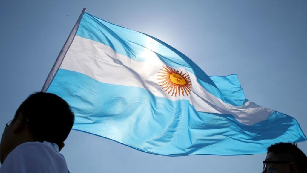 Construir la Patria todos los días es pensar en cada argentino, acompañarlo, sostenerlo y respetar sus derechos. En este #DíaDeLaIndependencia renovamos el compromiso de trabajar sin descanso en pos de una patria justa, libre y soberana. https://t.co/ytNvKD9KSi