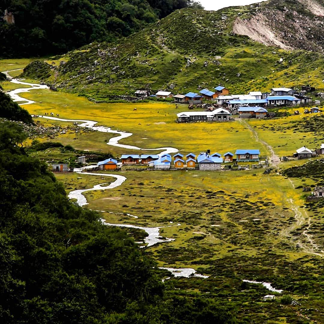 Beautiful village Bhimthang Manang  .  Cr.@purnima_sth .  #monsoontime #bhimthang  #manang #monsoonseason #beautifulplaces #colorful #nepal #treknepal#nepal #travel #kathmandu #trekking #himalayas #mountains #nature #travelphotography #photography #adventure #wanderlustpic.twitter.com/I39SUyYAPb