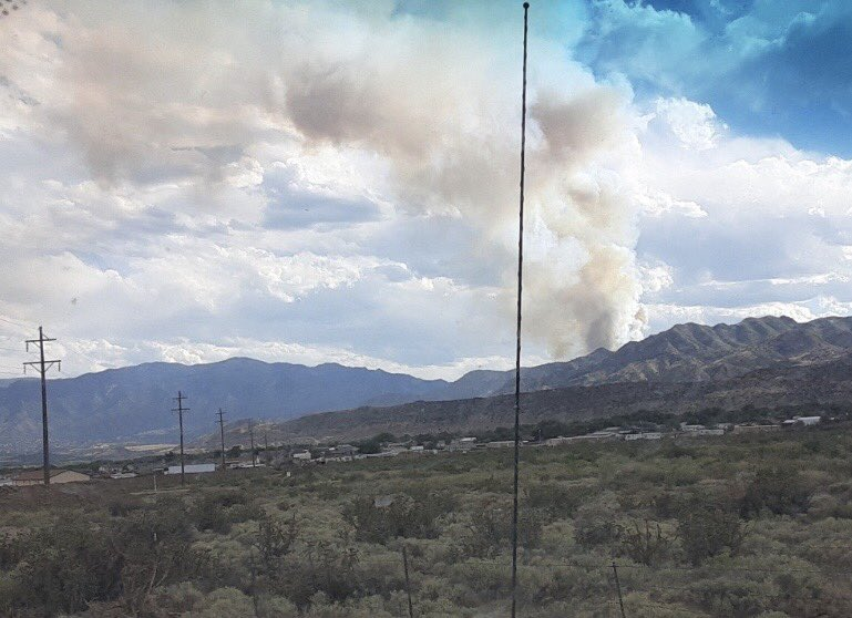 Wildfire from the other side- looks like just south of #Florence #Colorado #Wildfire pic.twitter.com/1fQPgkm8Ug