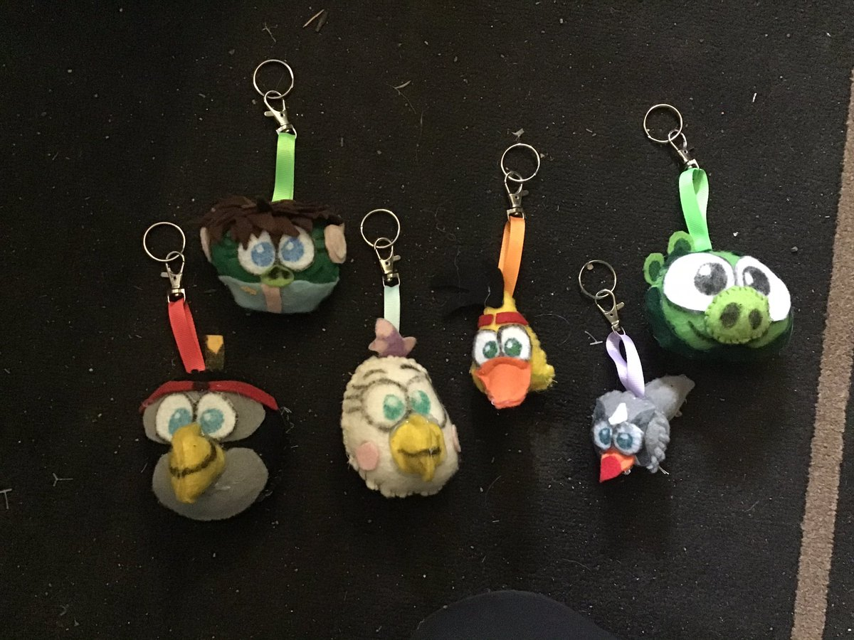 Custom #AngryBirds classic keychains of characters I don't have in backpack clips. I need to make  Dahlia, Hal, Bubbles and the Blues since i won't be able to get backpack clips of those since they're overpriced to buy nowadays.  #angrybirds2 #custom #keychains #angrybirdstiffanypic.twitter.com/Ix3s8AcTKw