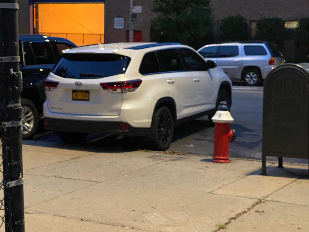 Toyota Highlander driver JKL3509 parked illegally near 297 Delancey St on July 8. This is in Manhattan Community Board 03 #CB3Man & #NYPD7. #VisionZero