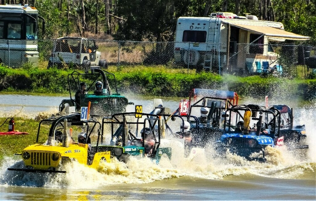 Florida peeps... always coming up with creative ways of keeping cool... #swampbuggy #swampbuggyraces #floridasportspark #funinthesun #floridalife #thingstodoinflorida #visitflorida #motorsport #motorsports #motorsportsphotography #racingphotography #flor… https://t.co/hjL25bsXyd https://t.co/bvKuijyUWU