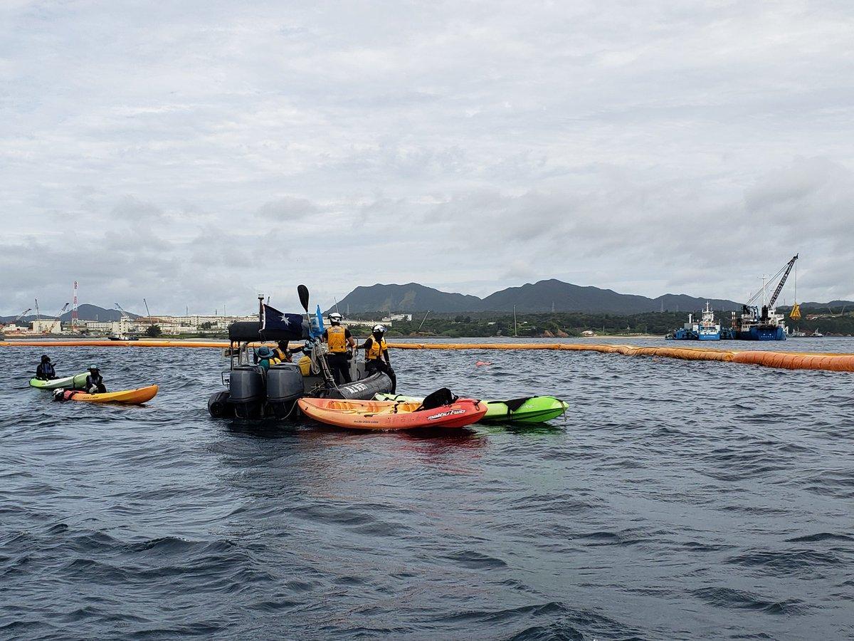 2020年7月9日午前9時ごろ、拘束された市民は海保のゴムボートに乗るよう指示を受けました。新型コロナウイルスの感染防止のため、①長時間拘束しない②ゴムボートに市民は3人以内③県外から転勤した海上保安官は2週間現場に出ない-ことを確認し合っているそうです。  #沖縄 #辺野古 #okinawa #henoko https://t.co/M8dKldKhin