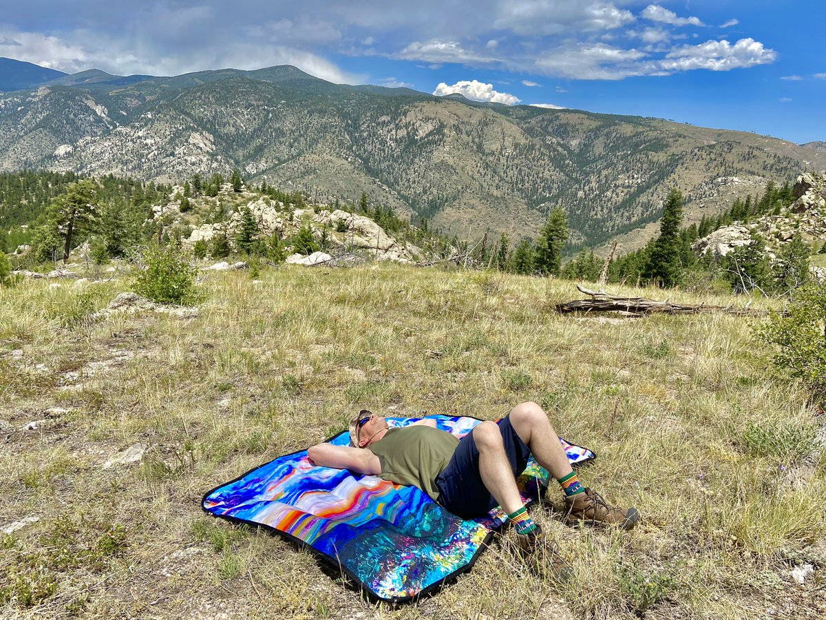 What do you think of the @Tarpestry line up of colorful picnic blankets? https://t.co/zKrmwxYJXa #mountains #picnicdate https://t.co/t2nAIbNGHB