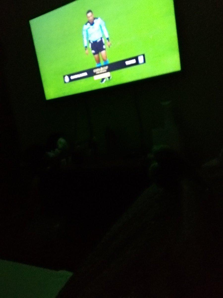 siguiendo la transmisión de fútbol por televisión el partido de fútbol Tigres Chivaspic.twitter.com/mPTWkKo2YI