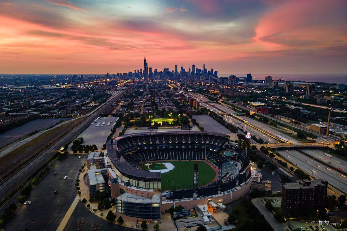 Sox Park Sunset on Wednesday in Chicago #weather #news #chicago #ilwx #baseball https://t.co/2GASeM4BFA