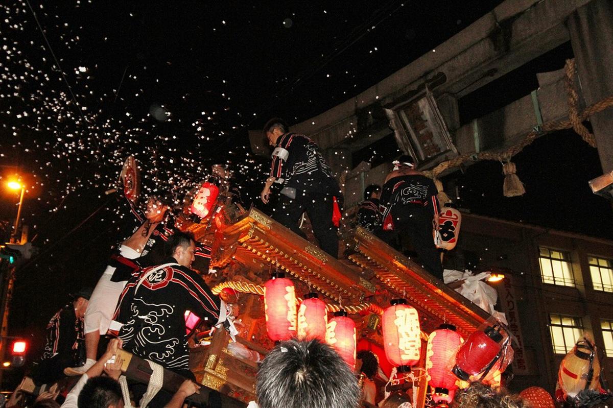 / 疫病退散!祈りをこめて 夏祭りの思い出を投稿しよう🏮✨ \  神輿・太鼓台・だんじりの運行は中止となった平野郷の夏祭り。九台すべてのだんじりが同時に動く様は圧巻のお祭りです。  ぜひ大阪の夏祭りの思い出は #大阪エア夏祭り で投稿してみてね!  ▼夏祭り特集▼  https://t.co/e7ARux6i8x https://t.co/yw0WPx6zPJ