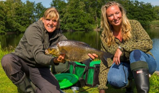 test Twitter Media - Visvrouw Paula Petiet is niet bang om vies te worden [AMERSFOORT] Vroeger werd altijd tegen Paula Petiet gezegd dat vrouwen niet kunnen vissen, maar inmiddels is de geboren en getogen Amersfoortse aan het schitteren in De Visvrouwen. Het programma op R... https://t.co/ZAB7hQ92vo https://t.co/j9lp6T55Kk