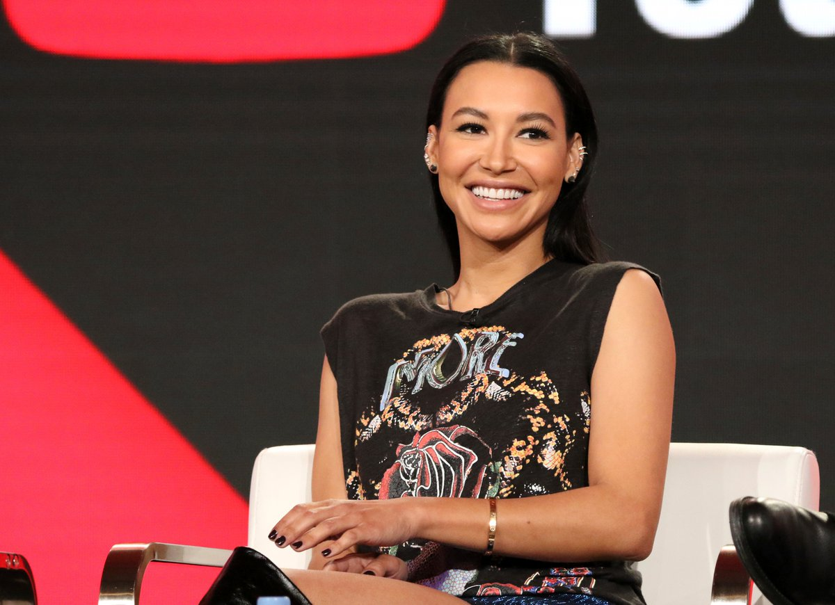 #BREAKING:   @Actress @NayaRivera is presumed dead, per @VENTURASHERIFF.  The actress/singer and her four year old son were on a rented pontoon boat on #LakePiru and were swimming.  The son got back on the boat,  his mom did not.  He was wearing a life-vest, she was not. https://t.co/sSZ3UmeT2t