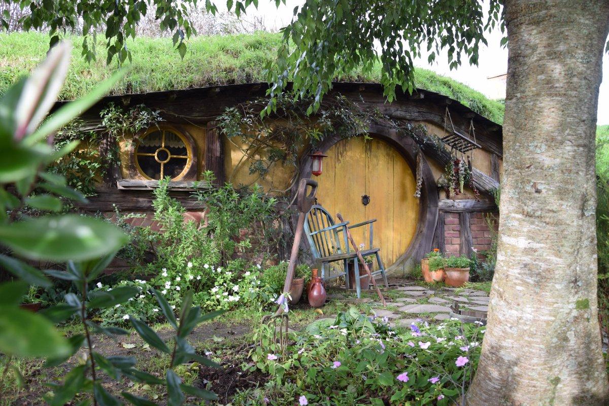 Middle Earth at the #Hobbiton Village   https://www.lookatourworld.com/middle-earth-hobbiton-village/…  #travel #lookatourworld #travelbloging #travelbloggers #Hobbit #MataMata #WoodFirepic.twitter.com/pEdr9bON4P