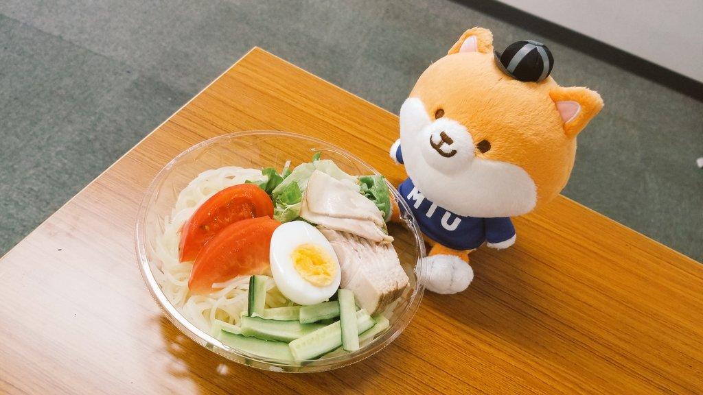 ランチは冷麺をいただきました!お弁当屋さんからスイカのサービスも✨夏ですね🍉#MIU404 #tbs #金曜ドラマ