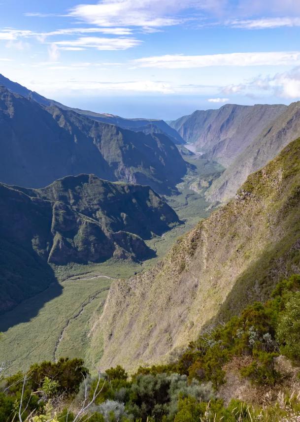 🗞📰On parle de La Réunion dans @Le_Figaro !  Les Pitons sont mis à l'honneur dans cet article consacré aux sites naturels français classés à l'#Unesco.🌍  A lire ici ➡ https://t.co/udNXBA74N5  #GoToReunion #ileintense #reuniontourisme https://t.co/iHNtrd8ShW