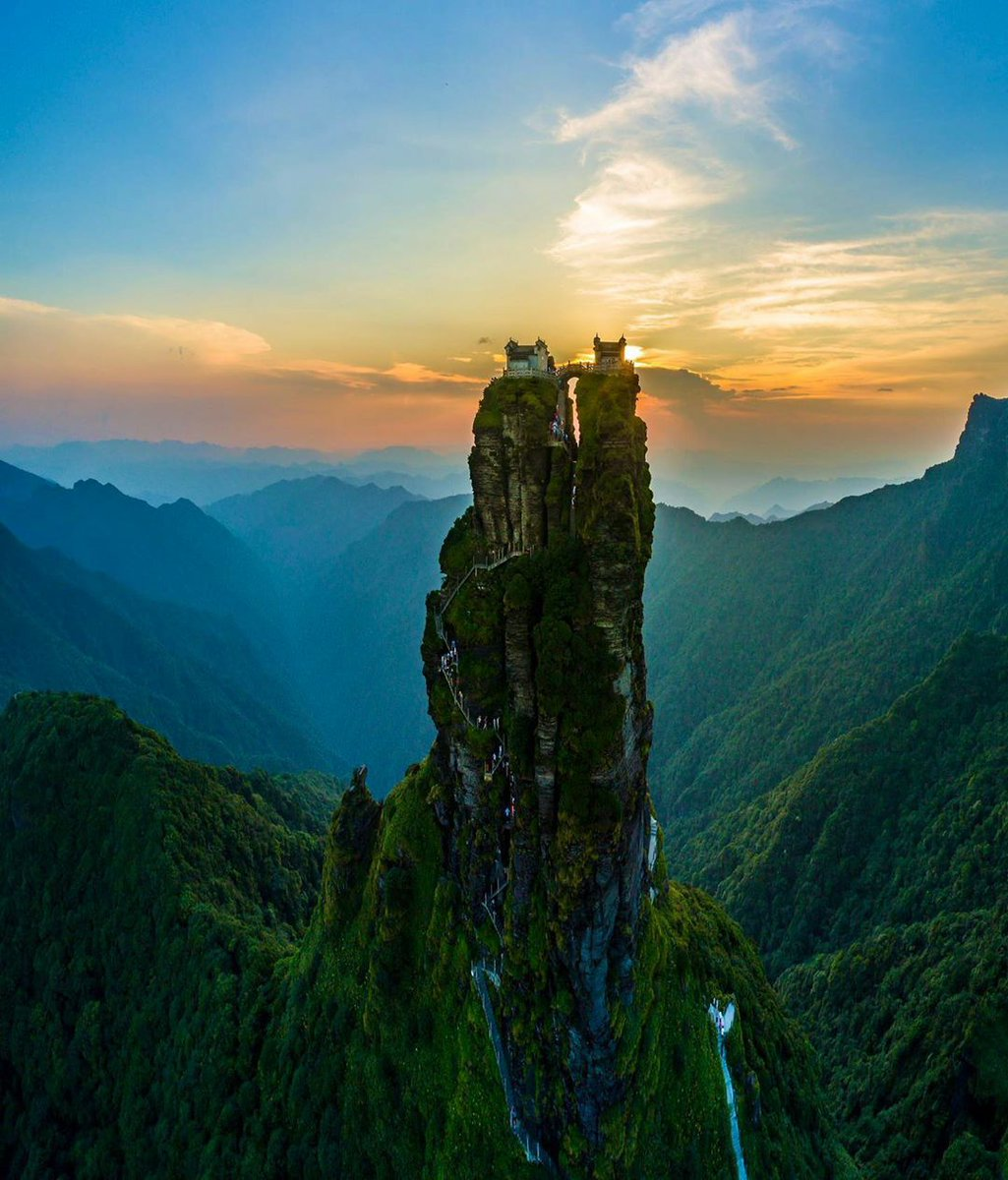 The Fanjingshan, or Mount Fanjing, is the highest peak of the Wuling Mountains in southwestern China  #China #beautiful #landscapephotography    world is incrediblepic.twitter.com/9malyrCawZ