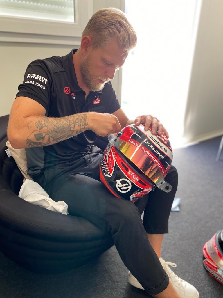 Helmet prepped for the weekend 👌🏻 #AustrianGP #StokEmballage @JackandJonesTM https://t.co/6KzUw8Oump