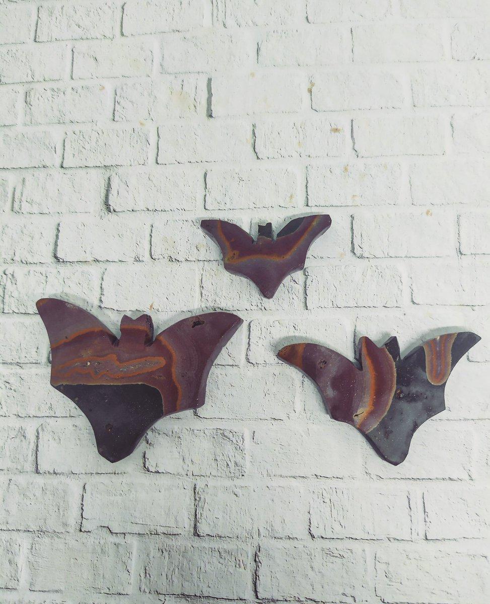 Bumblebee bat #rocksmakemesmile #crystalhealing #cabsforsale #cabsupplier #cabochonsforsale #cabochon #gemstones #gemstonesupplier #gemstoneforsale #cabochons #mothernaturerocks #metalsmith #instasmithy #inspiration #wirewrapping #metalsmith #lapidary #wicca #jewelrymaker