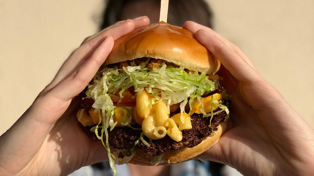 Think you can handle this cheesy goodness?  #baconmacncheese #burger https://t.co/tv8LZf7SKP
