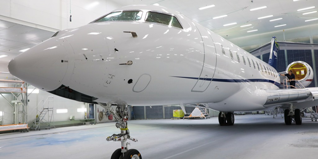 Brand new stripes brought to you by Innotech-Execaire Aviation Group! #aircraftpaint #bizav #businessaviation #flyprivate #corporateaviation https://t.co/c020KPzg5u