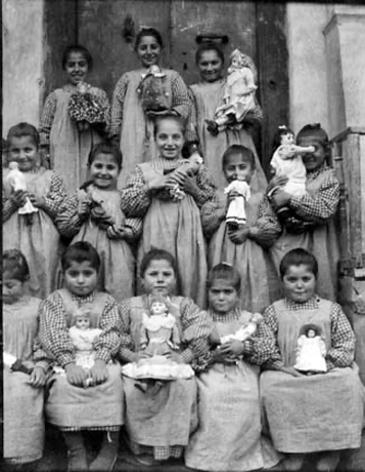 "#Armenian Genocide, #Turkey Crime against humanity #ArmenianGenocide Some of little orphaned Armenian girls with their dolls  From Collection of: Bodil Katharine Biørn, ""Mother Katharine"" #Norwegian 🇳🇴missionary nurse Norwegian State archive 1922 founded orphanage ""Lusaghbyur"" ⬇️ https://t.co/BPmDud4RGn"