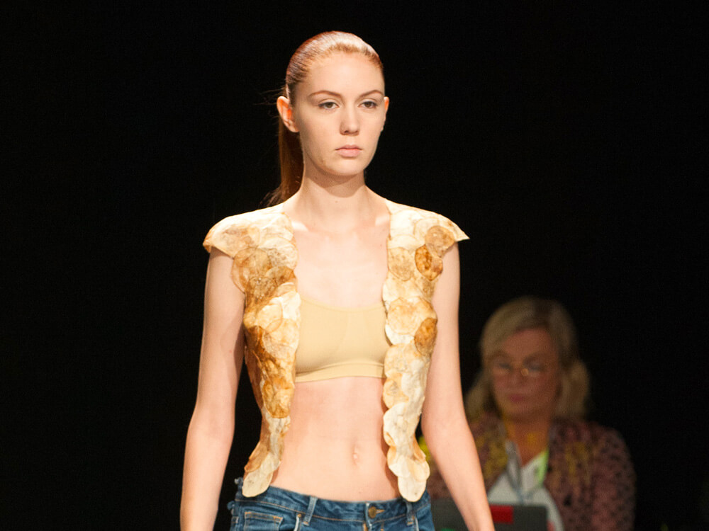A Comprehensive Article Explaining Why Mushroom Leather Is MORE SUSTAINABLE Than Animal Skin . . https://j.mp/3fcohyc . . #sustainable #mushroomleather #veganleather#veganfashion #vegan #fashionpic.twitter.com/v7poSvCTXw