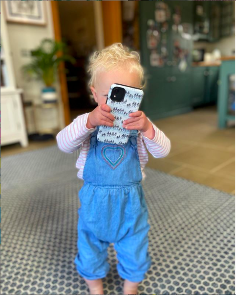 *Toddler proof phone covers* Tried and tested by my 14 month old daughter! My phone has been thrown against walls and down the stairs and dropped on concrete and still looks good as new! Pretty & durable - what more could you want? https://juliettravers.com/product-category/phone-cases/ … #phonecase #toddlerlife pic.twitter.com/FyELeuNP8A