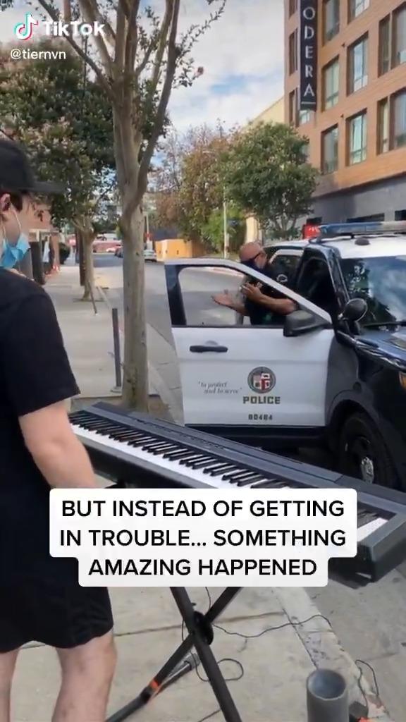 TikTokを撮っていたら警察が乱入してきたアメリカの警察マジかよ。。。