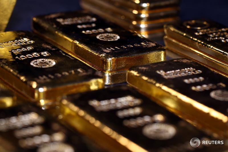 Gold pushed above $1,800 an ounce on Wednesday for the first time since 2011, @Reuters reports. Re-read @swahapattanaik on the shiny metal's place in portfolios in the new normal: https://t.co/bkGnNCdO4h https://t.co/mPH90LSNp9