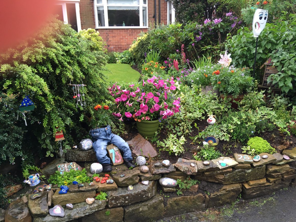 """Well done to Etti in Class 6 won the """"Over the Garden Gate"""" gardening competition in the children's category on Monday! She's also had a delivery of 5 caterpillars to watch metamorphosise into butterflies! #KnypersleyLovesGardeningpic.twitter.com/8mpAb8kYy4"""