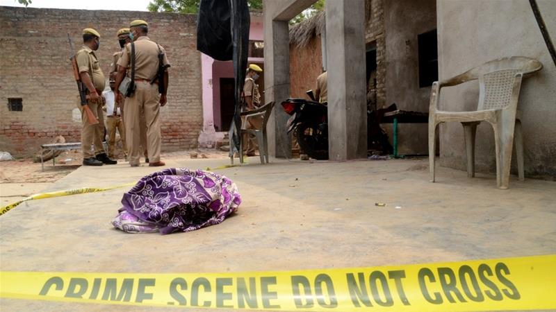 Indian gangster accused of killing policemen arrested from temple https://t.co/2NvghbZEWv https://t.co/39czBGCrAq