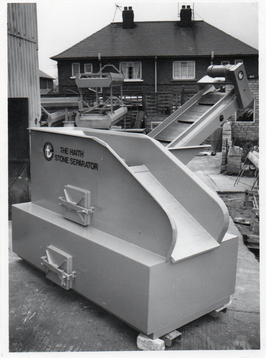 This picture shows one of the very first flume de-stoners that Mr Haith designed! It was patented in 1972 and we sold more than 1,000 of them!  #ThrowbackThursday #Farming #VegetableHandling #Engineeringpic.twitter.com/3a8JYO206H