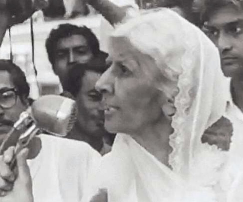 """Remembering """"Maadar-e-Millat"""" (Mother of the Nation) #FatimaJinnah on her death anniversary. She was as graceful as she was strong in her political support of #QuaideAzam  Pls say a Fatiha ✨ https://t.co/AQP2O0FSVS"""